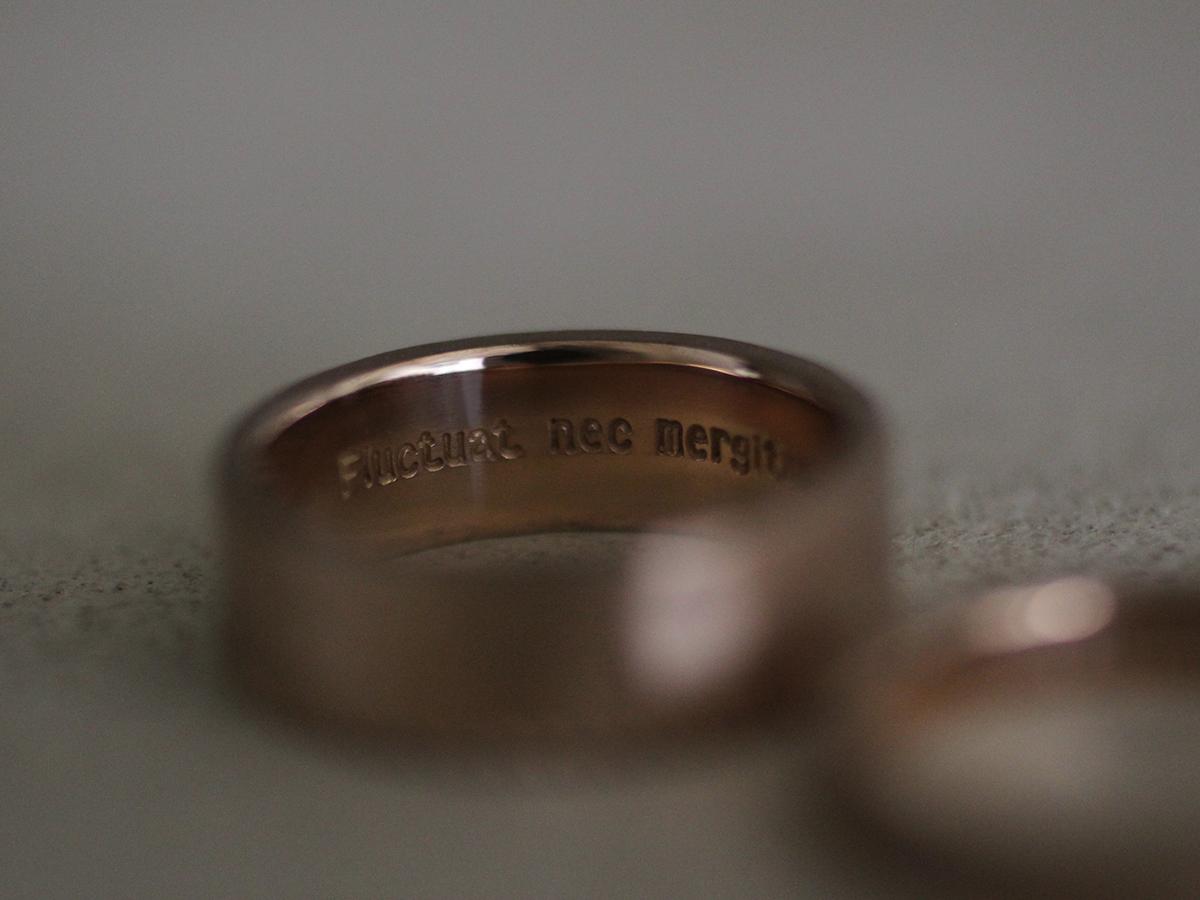 ハンドメイドの結婚指輪の刻印