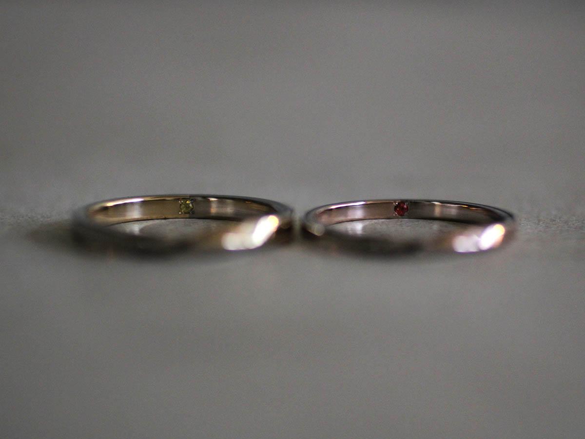 結婚指輪の内側に埋め込んだ石