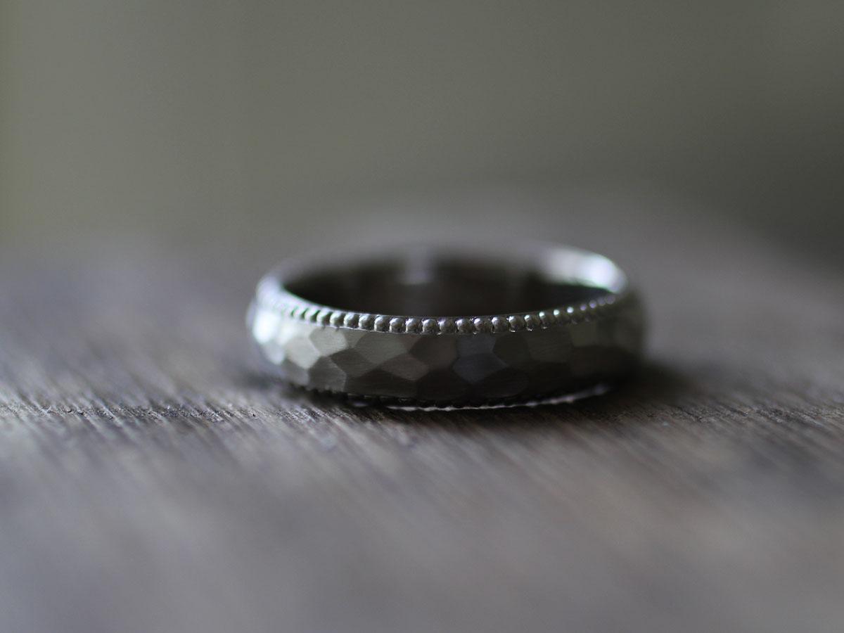渋いミル打ちのマリッジリング