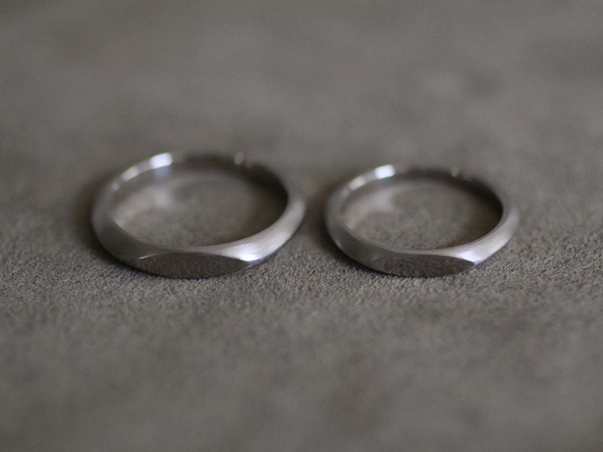 トップが平らな結婚指輪
