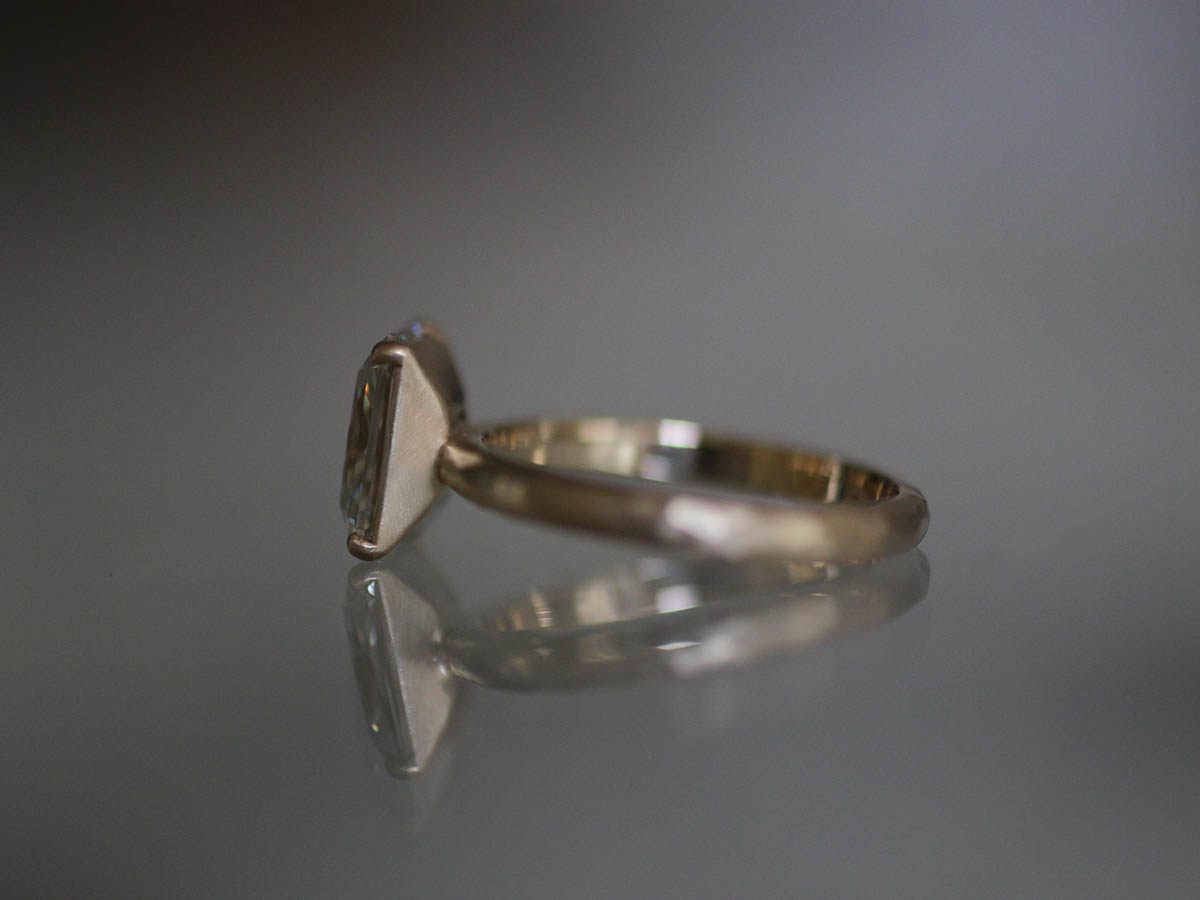 スクエアダイヤの婚約指輪