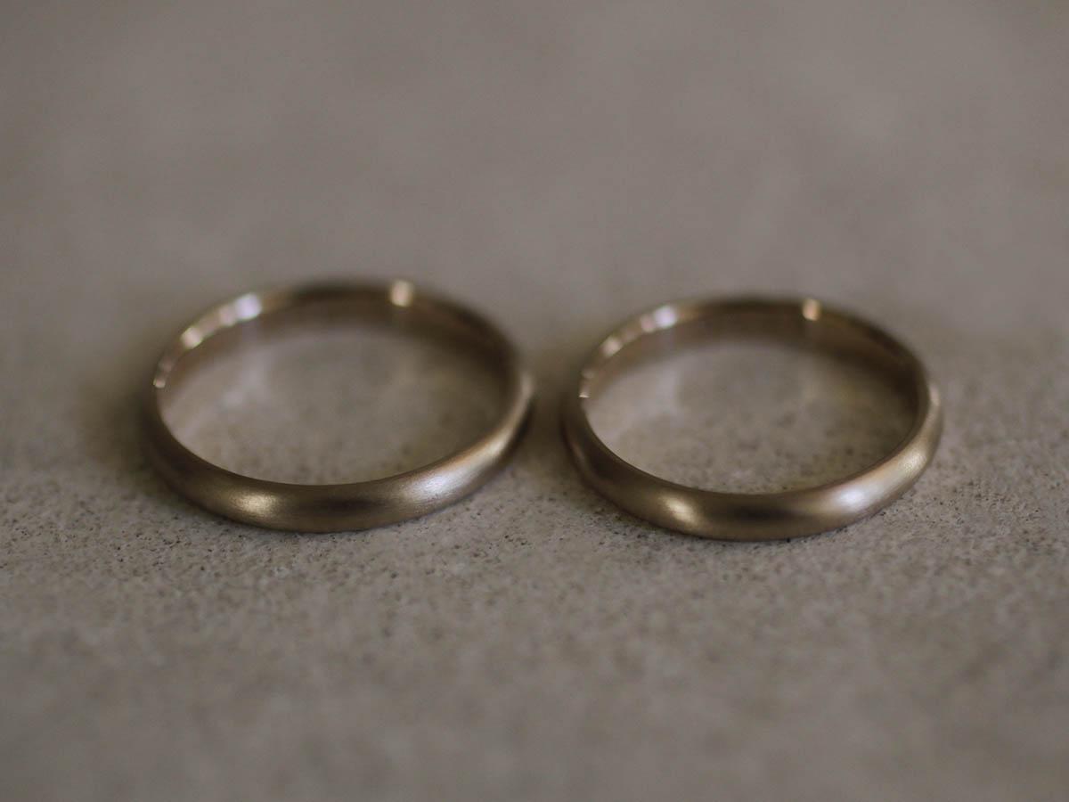 素材の良いシンプルな結婚指輪