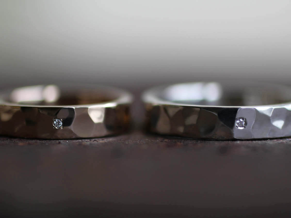 結婚指輪に埋め込んだ小さいダイヤ