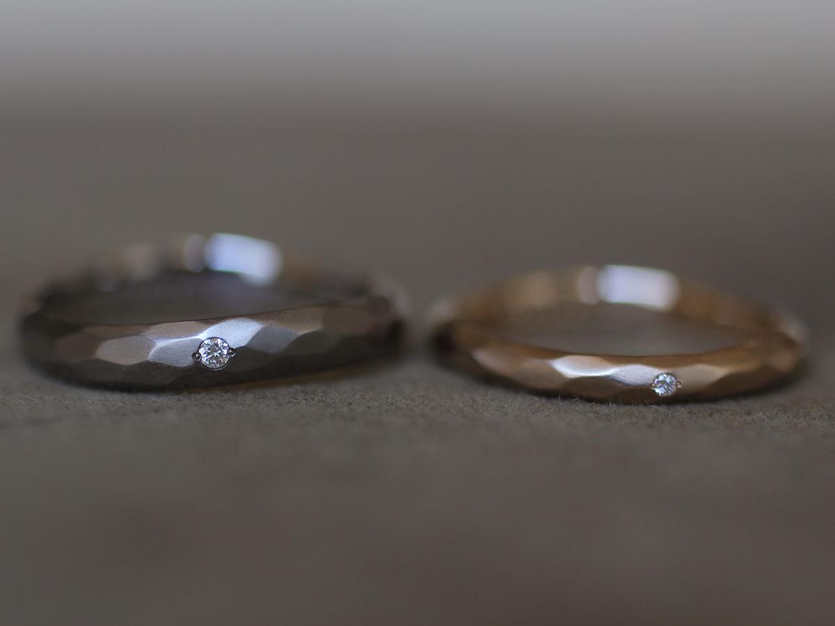 マリッジリングに埋め込んだ小さなダイヤモンド